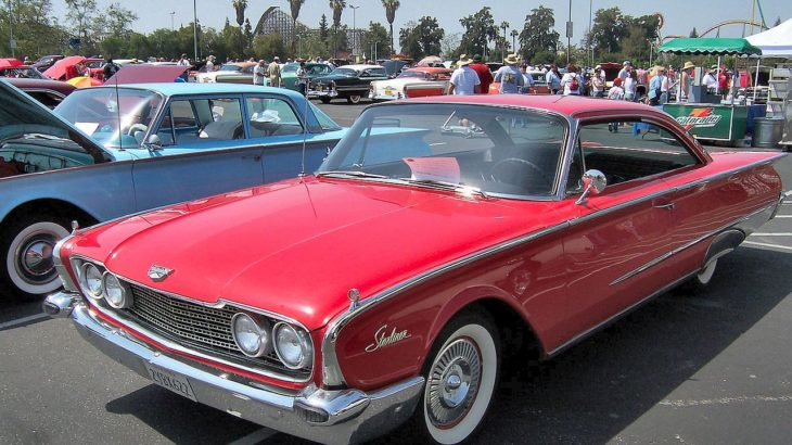 Westrand Car Show - 1960 Ford Galaxie Starliner